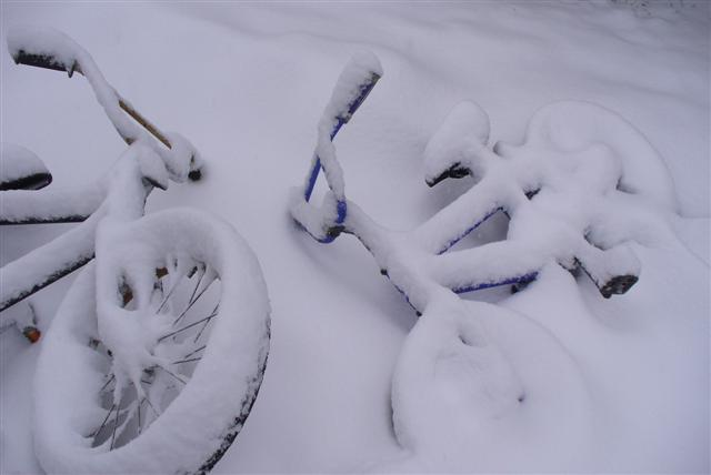 Sculptcycle sculpture - bikes in the snow